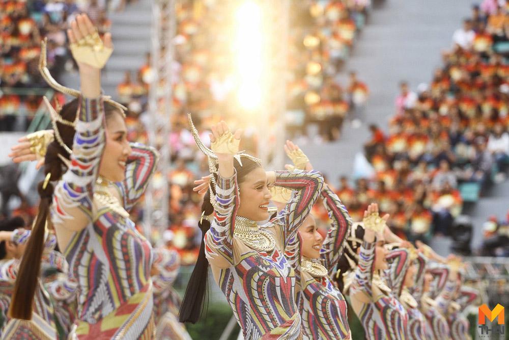 ชุดเชียร์ลีดเดอร์ธรรมศาสตร์ แรงบันดาลใจจาก ว่าวงู และความเป็นไทย