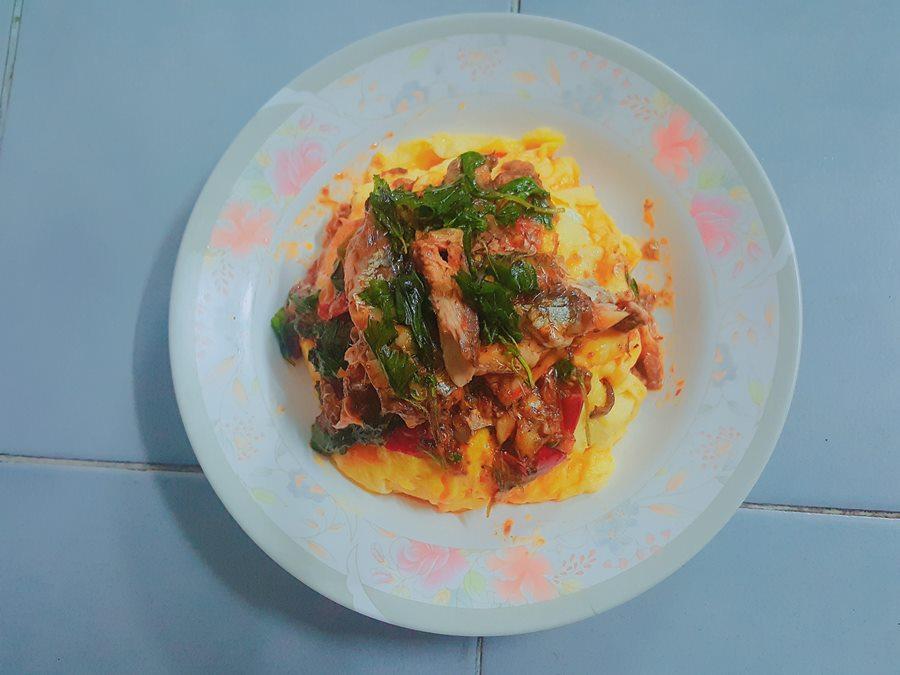 ข้าวไข่ข้นผัดกะเพราปลากระป๋อง