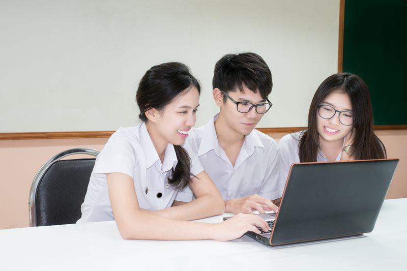 มหาวิทยาลัยเอกชน ทยอยปิดคณะเศรษฐศาสตร์