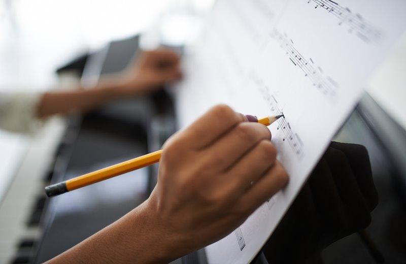 คณะดุริยางคศาสตร์ คณะน่าเรียน คณะศิลปกรรมศาสตร์ จบแล้วทำงานอะไร มหาวิทยาลัย วิทยาลัยดนตรี