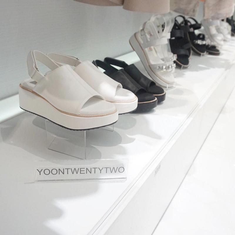 """""""ยุ่น-นฤมล"""" กับแบรนด์รองเท้า YOONTWENTYTWO"""