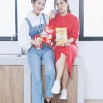 สองสาวรางวัล Friendship Award by Hanami บนปก Campus Star No.68