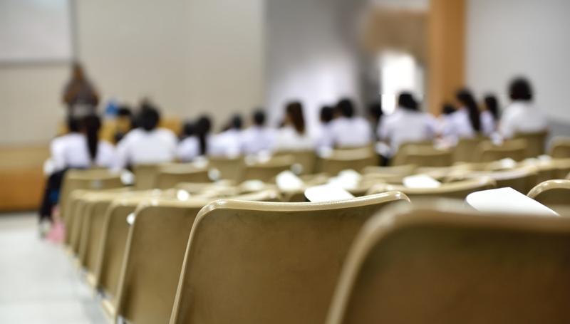 นักศึกษาลดลง สมัครเรียน