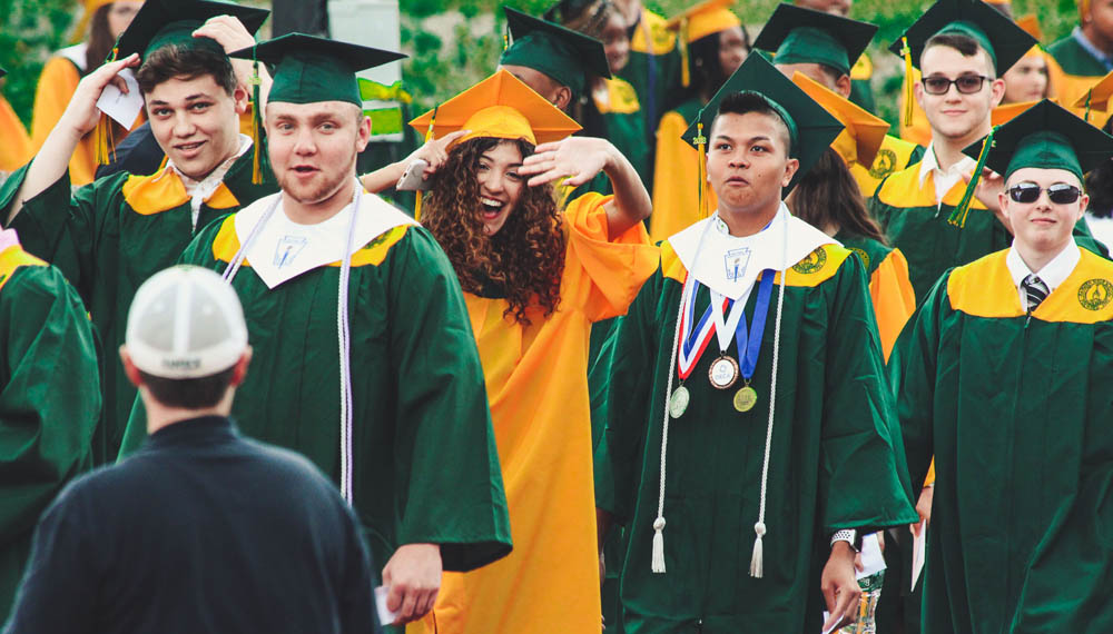 ธรรมเนียม มหาวิทยาลัยต่างประเทศ รับปริญญา เรียนจบ