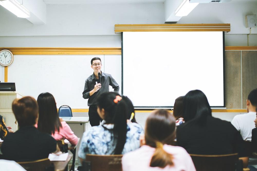 ความแตกต่าง การเลือกเรียนหลักสูตรนานาชาติ VS หลักสูตรไทย