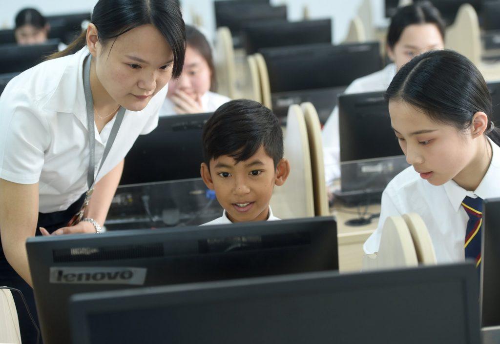 เด็กชายสาลิก ชาวกัมพูชา พูดได้ 16 ภาษา รับทุนเรียนต่อที่จีน