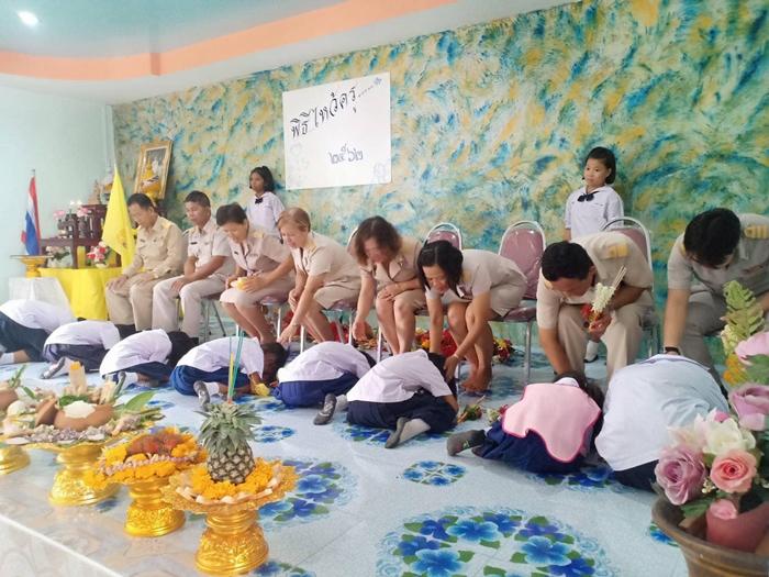 กิจกรรมวันไหว้ครู โรงเรียนวัดฝาง จังหวัดชัยนาท พานไหว้ครูหม้อจิ้มจุ่ม