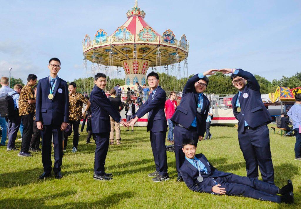 6 เด็กไทยสุดเก่ง คว้า 3 ทอง 3 เงิน แข่งขันคณิตโอลิมปิก