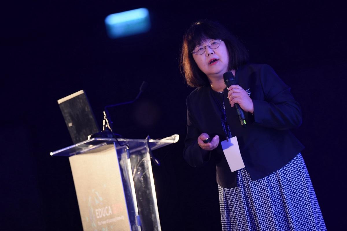ศาสตราจารย์คิโยมิ อากิตะ มหาวิทยาลัยโตเกียว