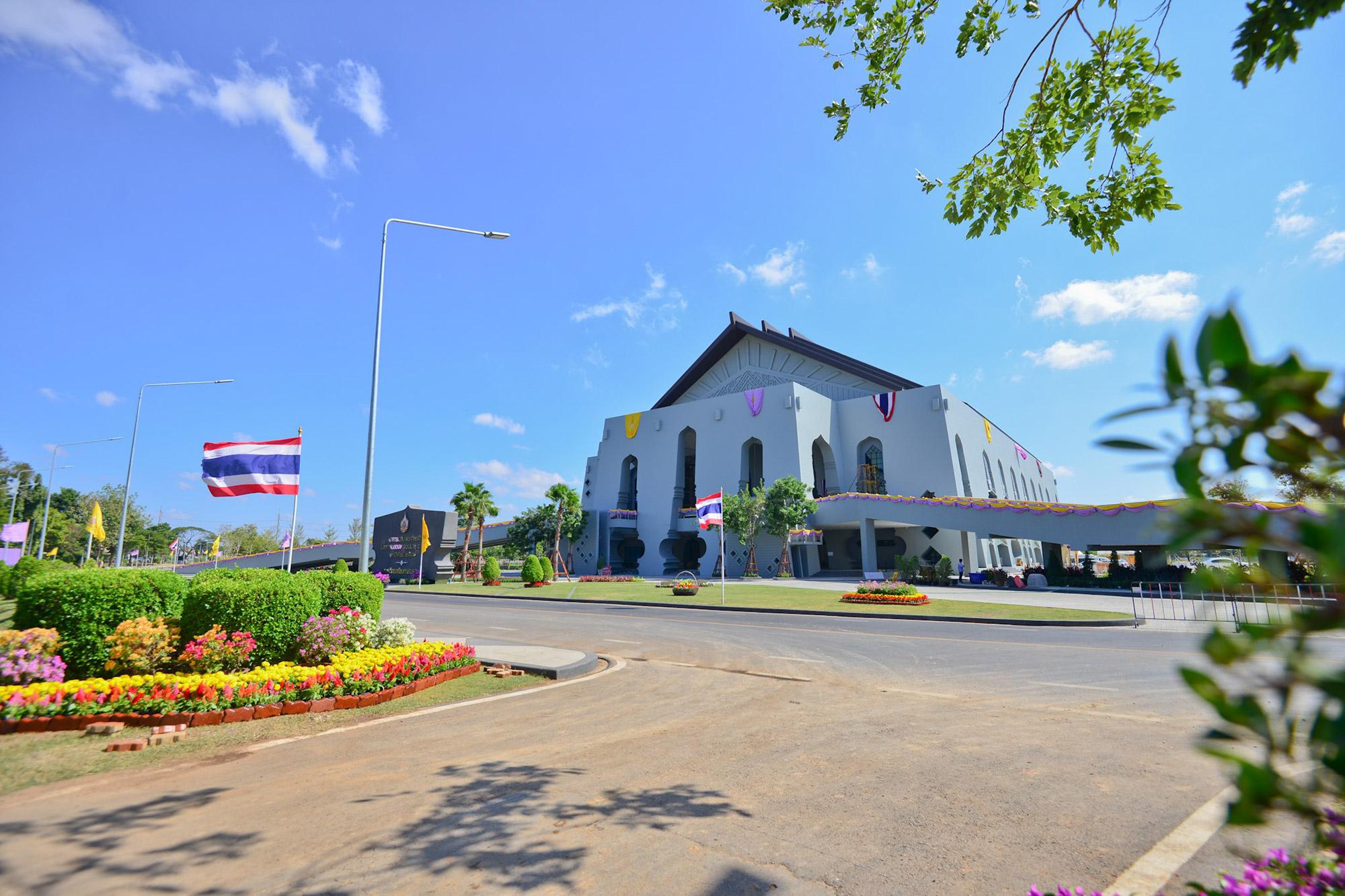 อาคารเฉลิมพระเกียรติ ในโอกาสฉลองพระชนมายุ 5 รอบ 2 เมษายน 2558