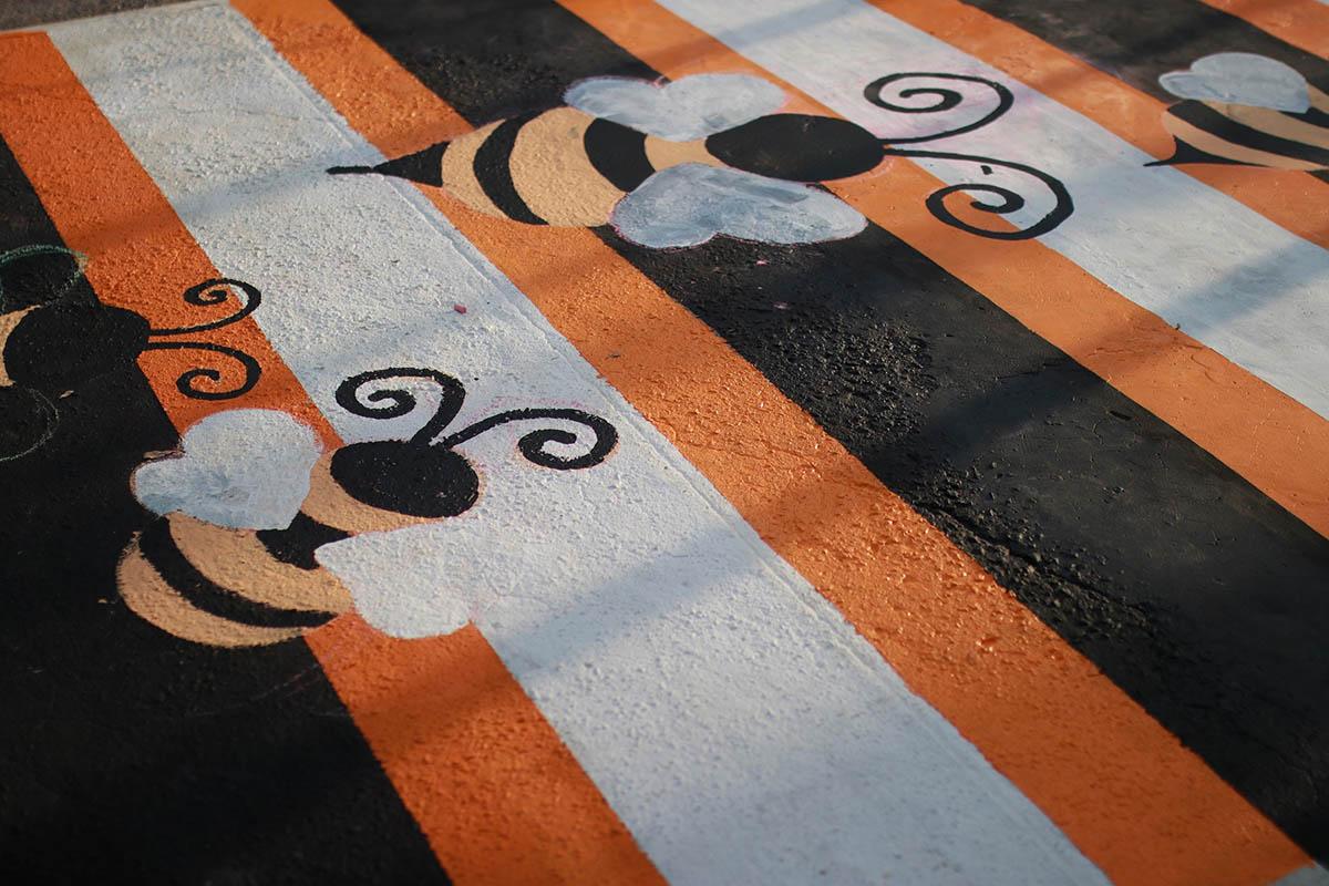 ทางม้าลาย ผึ้ง พิกัด สี่แยกวิศวะฯ-สถาปัตย์