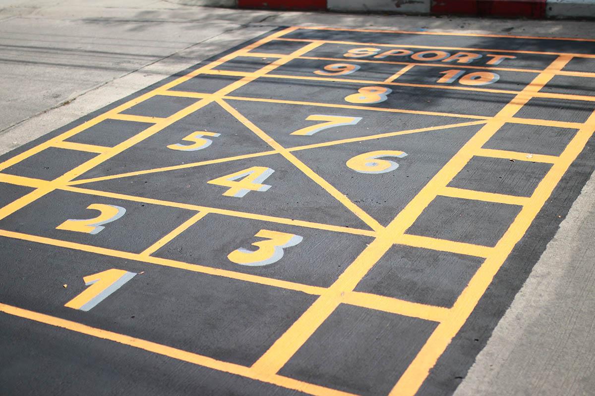 ภาพทางม้าลาย เกมส์นับเลข ข้ามทางไปอาคารยิมเนเซียม 1